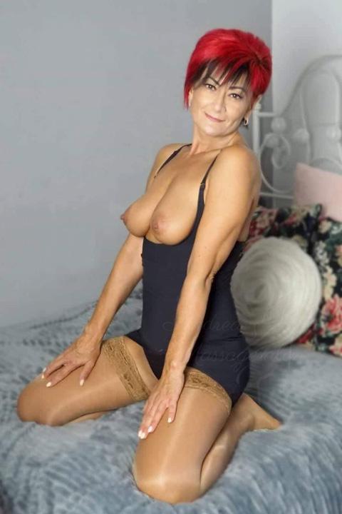 Andrea massages Ginger